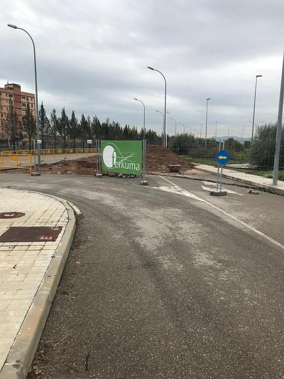 NUEVA PLATAFORMA DE AERONAVES EN ESTACIONAMIENTO DE VEHÍCULOS